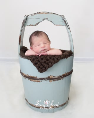 Newborn travel session (Bowling Baby)